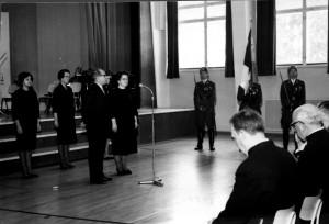 Kerho sai Res Ups naisten lahjoituksena oman lipun 1965. Rva Kankainen, Laila Aakkula, pj kapt Teppo Aho, kapt Kyöst Aaltonen, kapt Olli Joutsiniemi, rovasti Ponsimaa